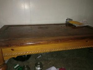 Heavy duty coffee table for Sale in Pittsburgh, PA