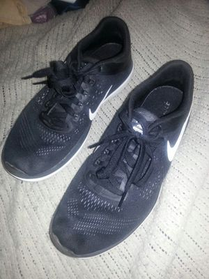 Like new NIKES running shoes size 9 for Sale in Glen Burnie, MD