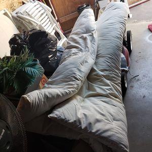 Colchon de piso king por 15 for Sale in San Bernardino, CA