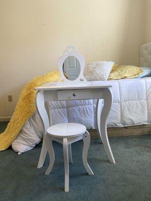 Vanity desk And Stool - white. For girls for Sale in Linden, NJ
