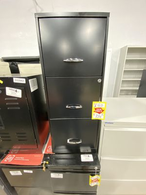 Vertical file cabinets 3 drawers for Sale in Miami Springs, FL