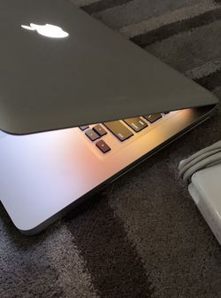 13 Inches MacBook Pro 4 GB Ram, Core I5 Processor, 500 Gb Storage / W Final Cut, Adobe 2020, Logic. X,, Ms Word, $350 for Sale in Brentwood,  CA