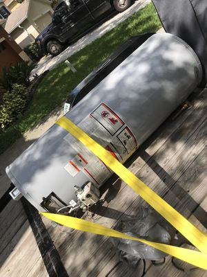 Gas hot water heater for Sale in Tampa, FL
