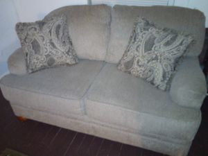 Lovely Sofa 7 weeks old/very nice for Sale in OH, US