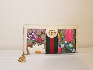 Gucci Floral Bloom Beige/ Pink Leather Woman's Wallet for Sale in Queens, NY