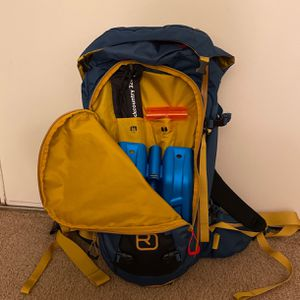 Backcountry,skitour backpack Ortovox Peak 35 with Backcountry Access shovel and 320cm probe for Sale in Bellevue, WA