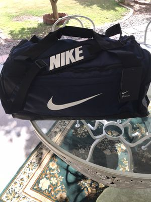 Brand new Nike duffle bad gym bag size medium for Sale in Phoenix, AZ