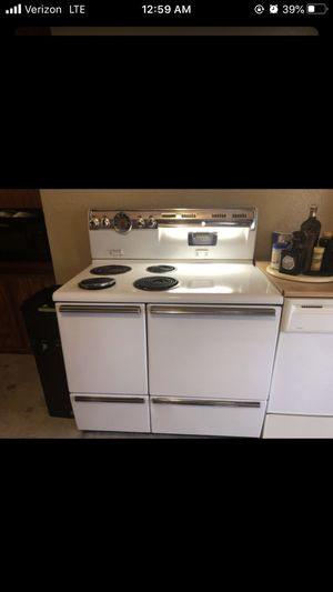 """Vintage 1950's working condition could use new elements GE automatic calrod stove with original accessories included 26"""" deep X 40"""" wide X 49 tallest for Sale in Portland, OR"""