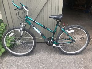 Mountain bike for Sale in Cleveland, OH