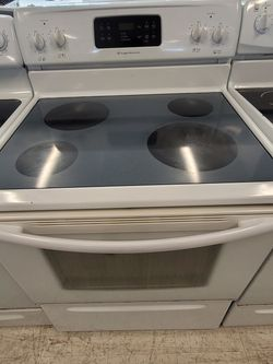 Frigidaire Electric Stove Used In Good Condition With 90day's Warranty for Sale in Washington,  DC