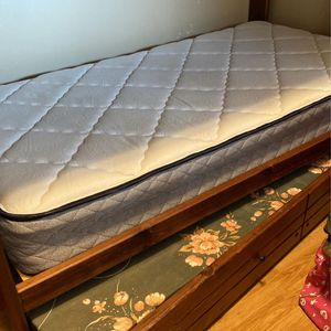 Trundle Bunk Bed Comes W/ 2 Bottom Mattress for Sale in San Diego, CA