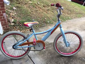 20inches girl bike for Sale in Forest Heights, MD