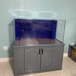 120 Gallon Aquarium/Fish Tank! for Sale in St. Petersburg, FL
