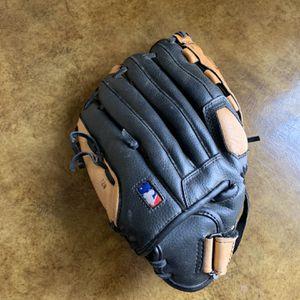 "Wilson A0350 TMLB11 11"" baseball glove RHT for Sale in Highland Park, IL"