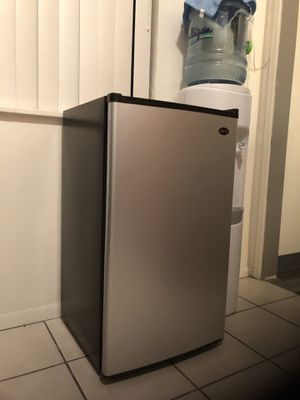 Mini Fridge SANYO !perfect working conditions! for Sale in Imperial Beach, CA