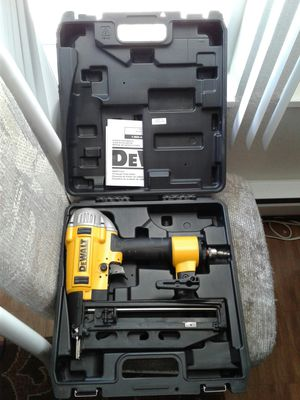 "DeWALT DWFP71917 Pneumatic 16GA 2-1/2"" Finish Nailer. Maybe used once or new ($198 @Home Depot) for Sale in Everett, WA"