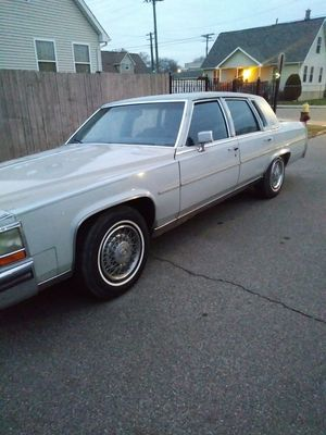 1989 Cadillac...runs and drives excellent...$3000 for Sale in Lincoln Park, MI