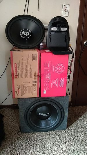 Car audio package sub's & amp for Sale in Hammond, IN