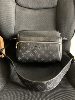 Louis Vuitton Bumbag Black Shoulder Bag for Sale in Mesquite, TX