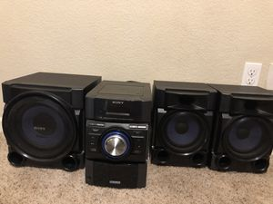 Sony Mini Hi-Fi 540 Watt Component System MHC-EC909iP with speakers and subwoofer for Sale in Lemoore, CA