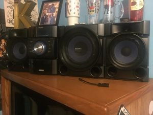 Song stereo system for Sale in Trenton, NJ