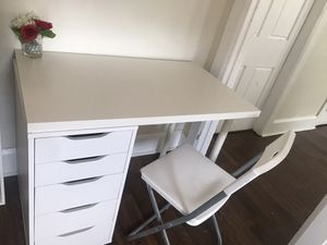 Vanity/desk with chair ✨ for Sale in Taunton, MA