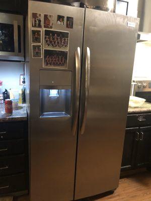Frigidaire refrigerator for Sale in Mesquite, TX