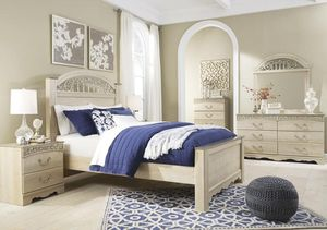 Catalina Aantique White Poster Bedroom Set for Sale in Fairfax, VA