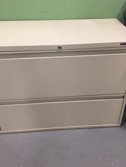 2 Drawer File Cabinet 40.00 for Sale in Puyallup,  WA