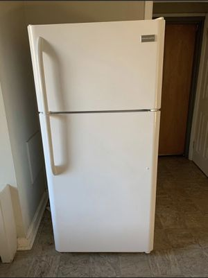 Very good condition white fridge with icemaker for Sale in Tampa, FL