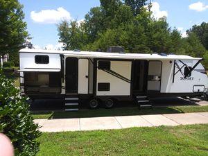 2020 Sunlite Trail Camper ,Sleeps Ten , Two Bathrooms for Sale in McLeansville, NC