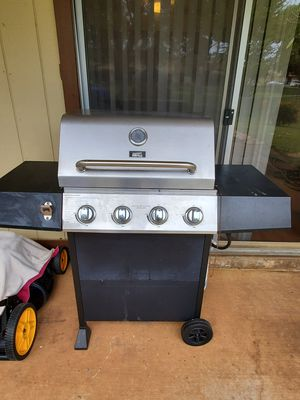 Grill with propane tank for Sale in Honolulu, HI