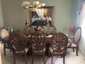 6 regular and 2 arm chairs and table decorations.6 sillas regulares y 2 con apoyo de brazos, y los adornos sobre la mesa. for Sale in Miami, FL