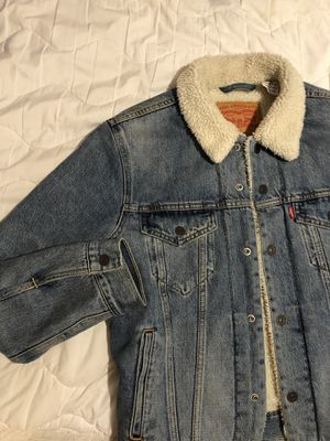 Levis Trucker Sherpa Denim Jacket mens small for Sale in Honolulu, HI