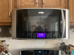 Over range whirlpool microwave for Sale in Anaheim, CA