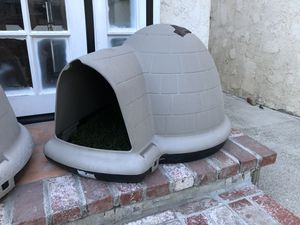 Dog igloo excellent shape for Sale in Huntington Beach, CA