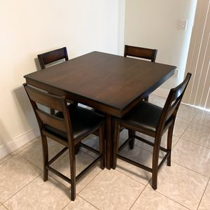 STANDARD FURNITURE PENWOOD DARK CHERRY BROWN WOOD 4 SEAT SQUARE COUNTER HEIGHT DINING TABLE & COUNTER HEIGHT / BAR STOOL CHAIR SET for Sale in Doral, FL