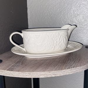 Mikasa English Countryside white DP900 Gravy boat for Sale in Elkridge, MD
