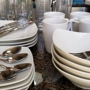 43 Pieces Dining Glassware for Sale in Alexandria, VA