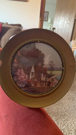 VINTAGE SOLID BRASS ROUND FRAMED PICTURE MADE IN ENGLAND for Sale in Wyoming, MI