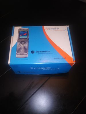 Motorola razor with broken screen. For parts. No charger for Sale in Macclenny, FL