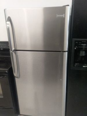 Frigidaire top and bottom stainless steel refrigerator used good condition 90days warranty 🔥🔥 for Sale in Mount Rainier, MD