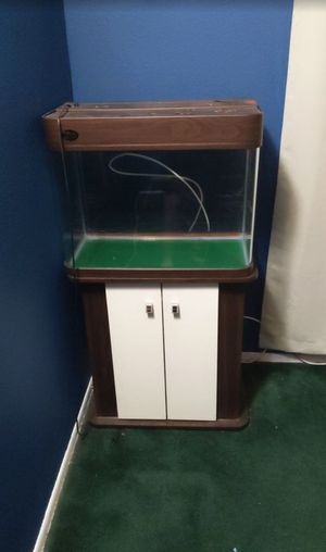 30 gallon fish tank with filter and decorations for Sale in Bell Gardens, CA