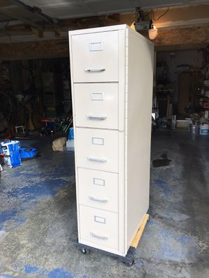 File cabinet, 5 drawers and lock for Sale in Kent, WA