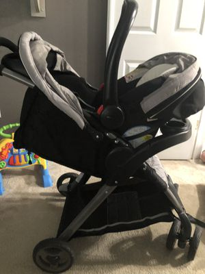 Graco click connect infant car seat and stroller combo for Sale in Leesburg, FL