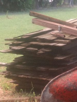 Free fencing panels and blue pallets. for Sale in San Antonio, TX