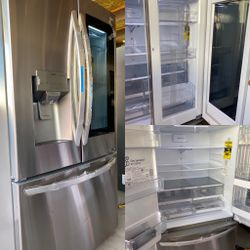 NEW OUT OF BOX LG KNOCK KNOCK ✊🏻 INSTAVIEW FRENCH DOOR REFRIGERATOR WITH DOUBLE ICE MAKER for Sale in Banning,  CA