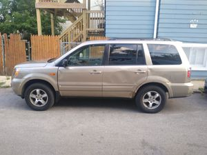 2006 Honda pilot with 141000 miles needs body work otherwise run n drive 2300 OBO for Sale in Chicago, IL