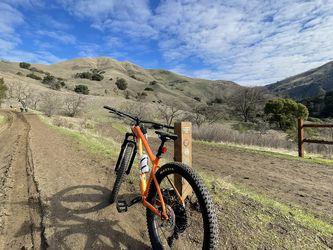 TREK ROSCOE 7 Bike (has just 3 Miles On It) Size MEDIUM for Sale in San Jose,  CA