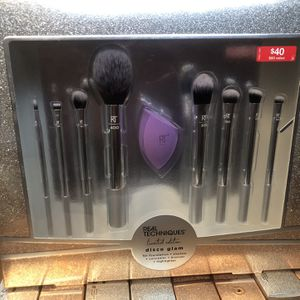 Real Techniques Disco Glam Brush Set for Sale in San Bernardino, CA